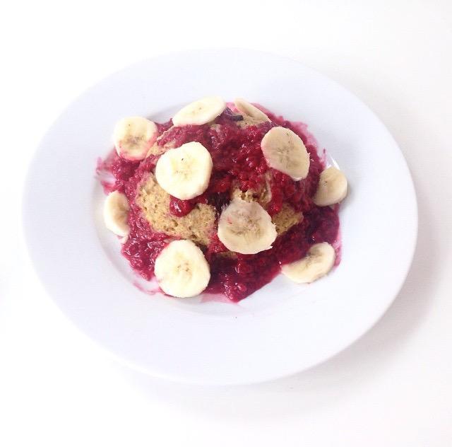 Bowlcake aux fruits rouges - Pêche & Églantine