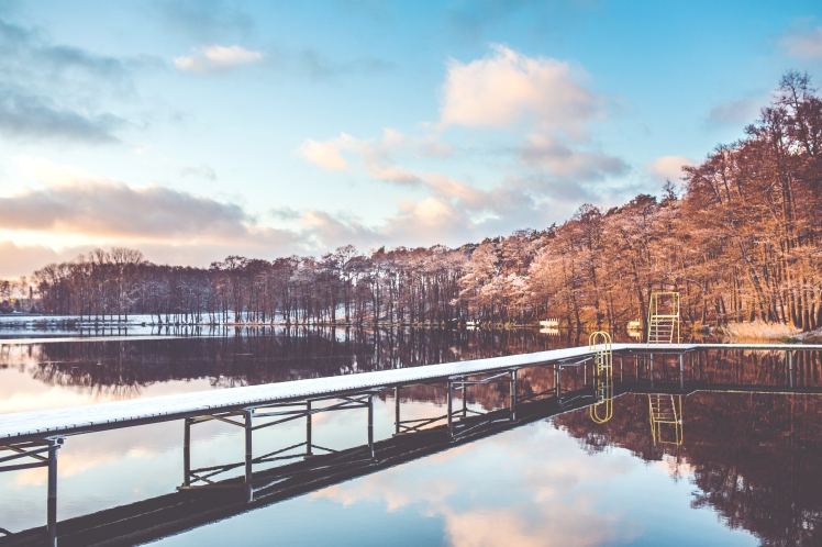 _Winter lake in the sunny day